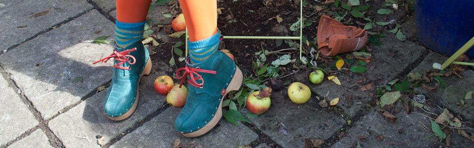 clogs-and-apples